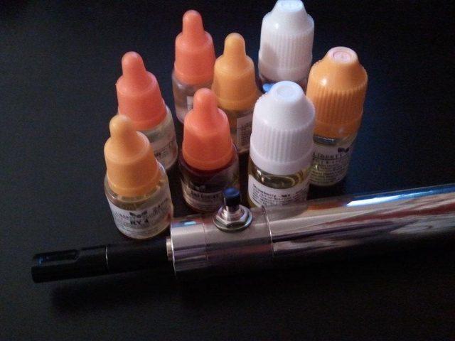 e-liquide une collection d'arômes et liquides pour vapoter