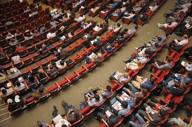Quels avantages à se faire aider par un agence d'hôtesse évènementiel?